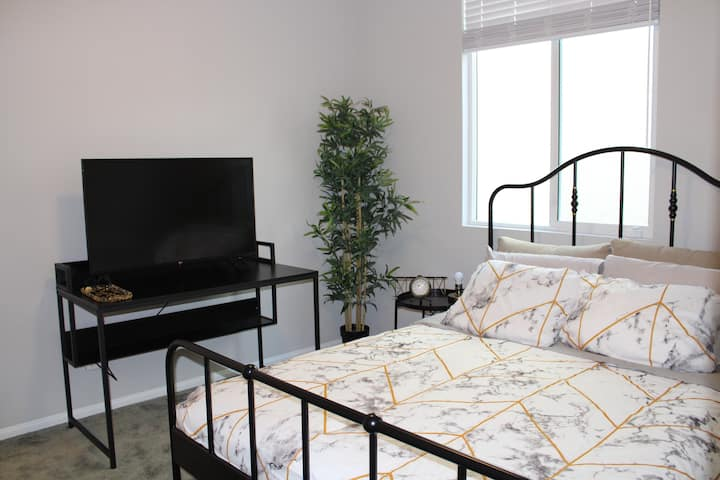 Two bedrooms w/ private bath-Perfect for Long term