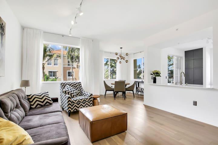 2/2 Beautiful Designer Apartment