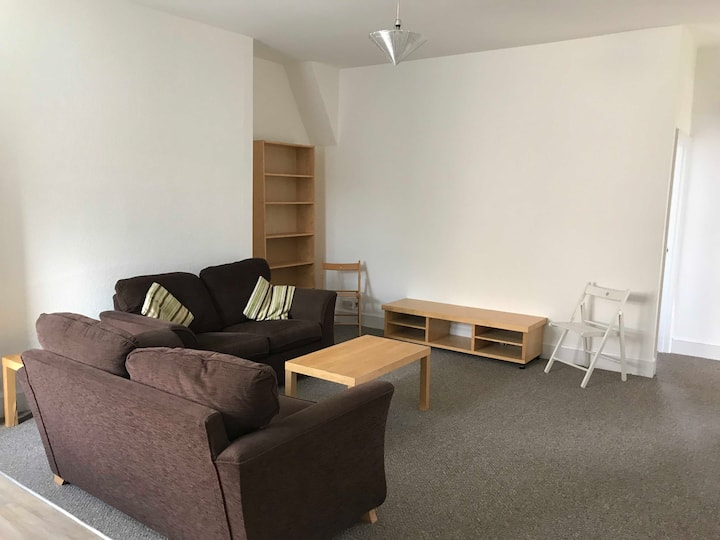 Large 4 bed appartment