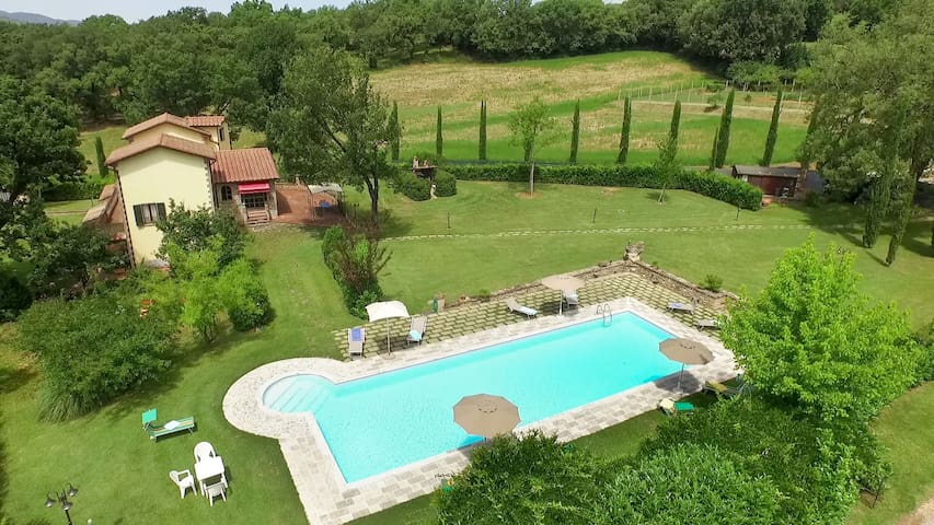 Lovely farmhouse with private garden and pool - Anghiari - Villa