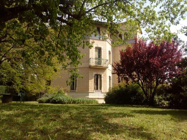 Villa Maria, 2/3 family, Barcelona. HUTB-013397