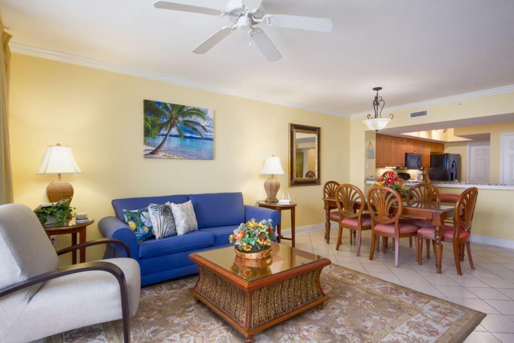Living area features Queen sofa sleeper