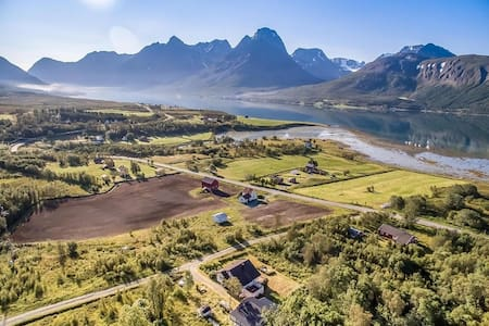 Haugen gård - Svensby - 独立屋