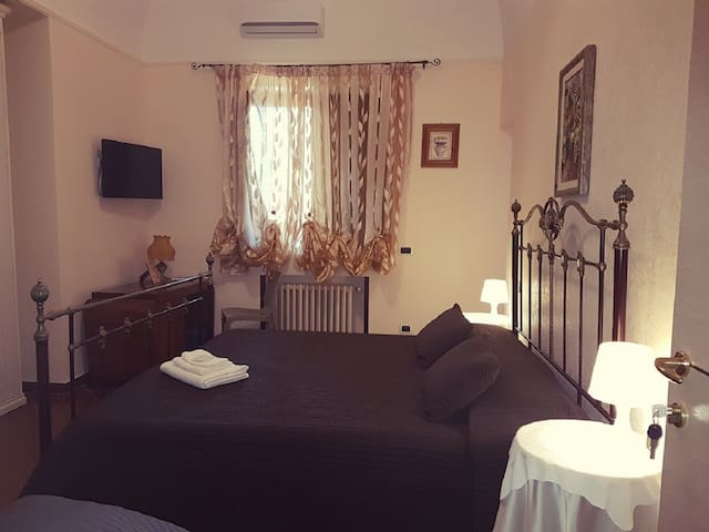 Simpson rooms to few steps from Bari Airport