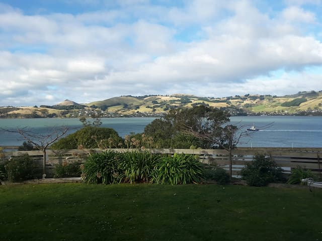 Great views! Self contained apartment. - Dunedin - Apartemen