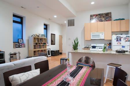 Loft Style Logan Square Charmer - Chicago - Apartment