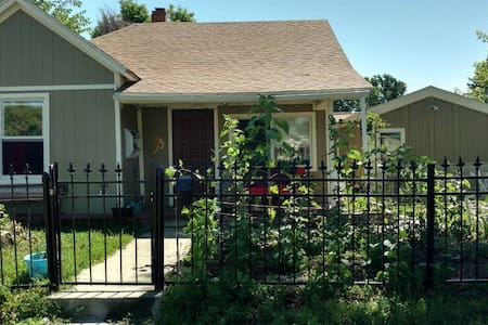 Lovely Room Minutes from Downtown! - Denver - House