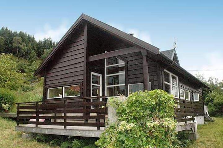 Stor hytte på Hakallestranda