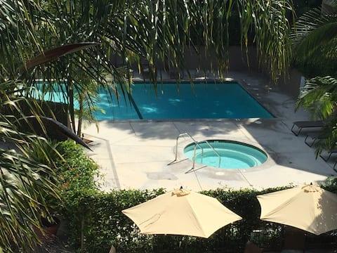 Chic Condo w/Pool & Spa