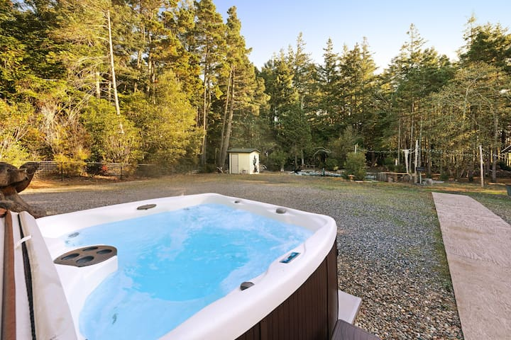 NEW LISTING! Peaceful and secluded dog-friendly home near the beach!