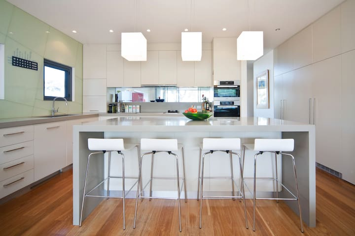 Affordable luxury close to Manly - North Balgowlah - บ้าน