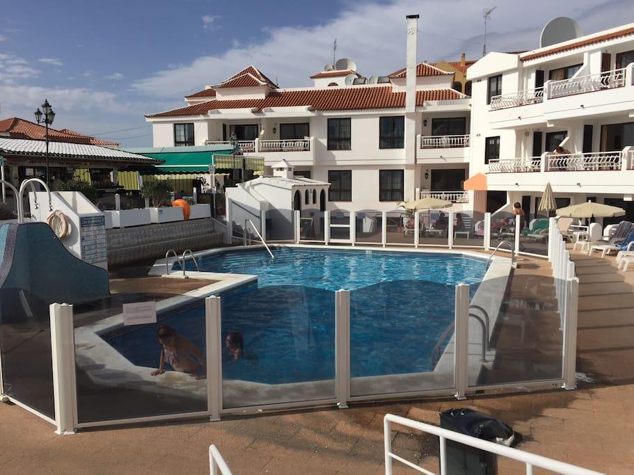 Duplex da 2 camere da letto edificio con piscina for Appartamenti affitto tenerife