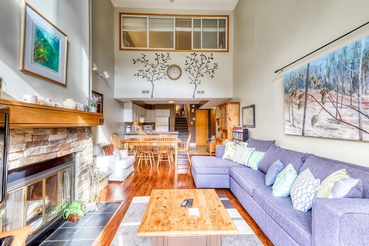 Dog-friendly condo at the base of the mountain w/ a full kitchen