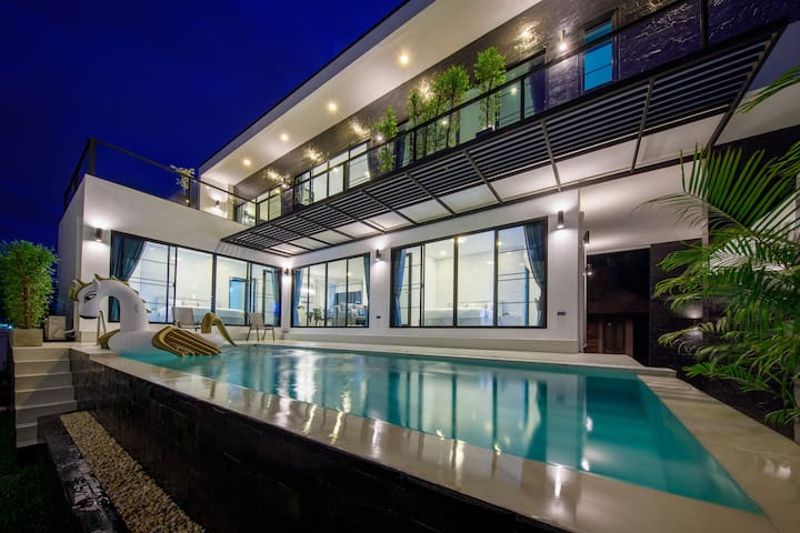 4BR NEW Luxury Modern Pool Villa - Free Breakfast
