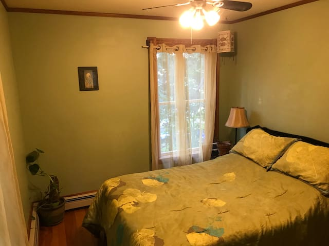 Heartwood Farmhouse Private Room #2 (Full Bed)