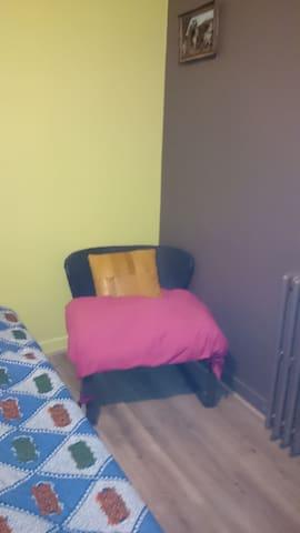 Dans une maison calme dans une famille chalereuse - Belfort - Casa