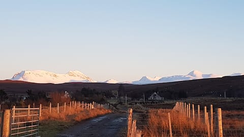 Breanne - tranquil, stylish holiday home Gairloch