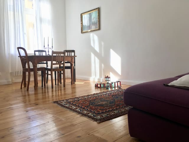 Bright 2 bedroom apartment in Prenzlauer Berg