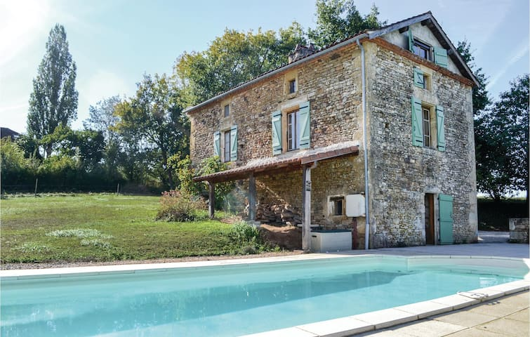 Holiday cottage with 3 bedrooms on 360m² in Villefranche-du-Perigo