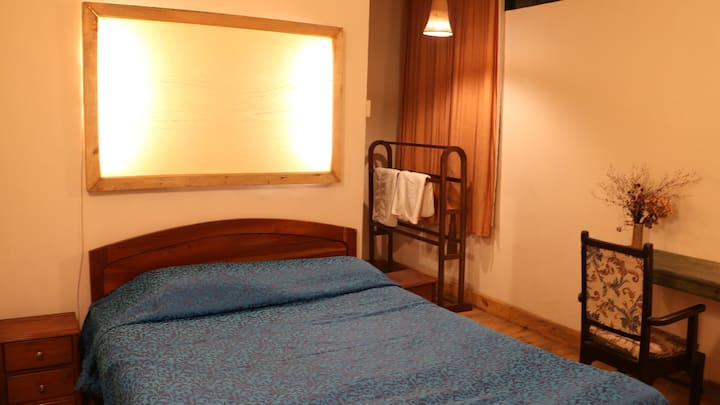 Cosy Chimney Room in the heart of Shillong
