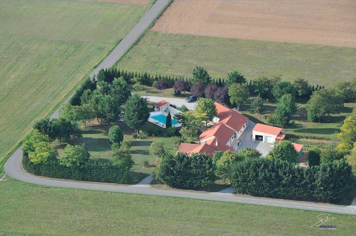 Propriété privée à  9 mn du Futuroscope - Neuville-de-Poitou - Dom