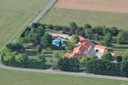 Propriété privée à  7mn du futuroscope - Neuville-de-Poitou