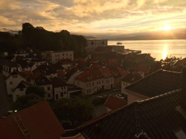 Fabulous views w/balcony in the heart of Bergen! - Bergen - Appartamento