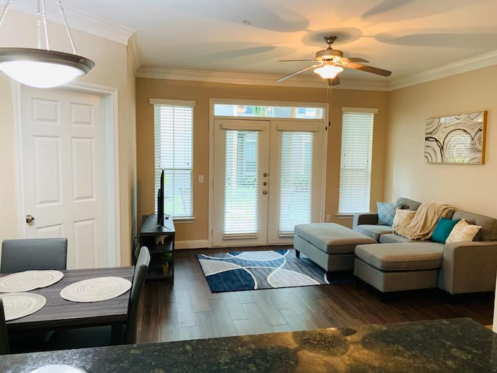 Cozy home near Med center, NRG, Galleria & Dtown