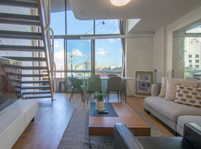 Light Filled Loft Minutes From Darling Harbour