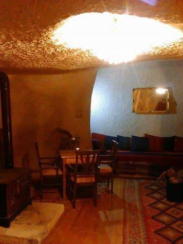 Old cave house naturel - Tekelli Mahallesi - Rumah