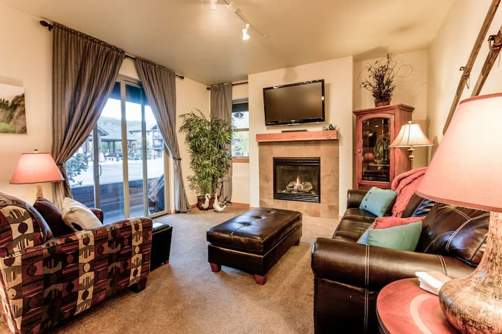 Walk Out To The Festivals | Ground Level Condo | Pool + Hot Tub + Fitness Room