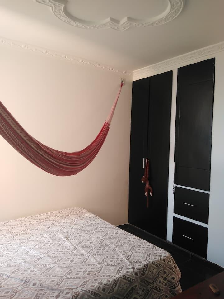 Alquila habitación para que te sientas cómodo.