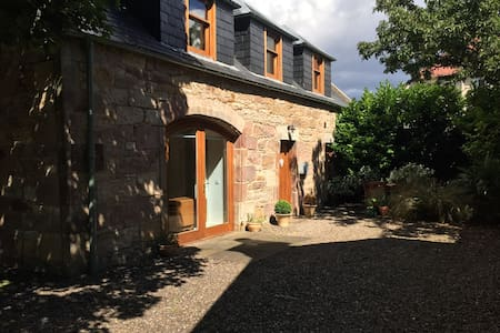 Converted coach house with parking in Pittenweem