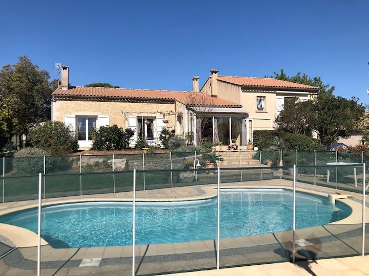 Villa languedocienne avec piscine au calme