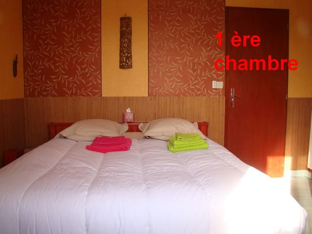 "Chambre privée "" Africaine "" piscine"