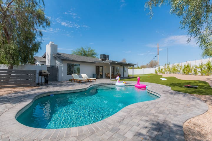 A pool AND putting green! 3Bed 2Bath in Scottsdale