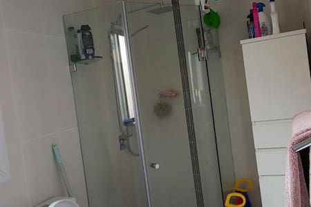 Warm, clean and tidy suburban home - Blacktown - Casa
