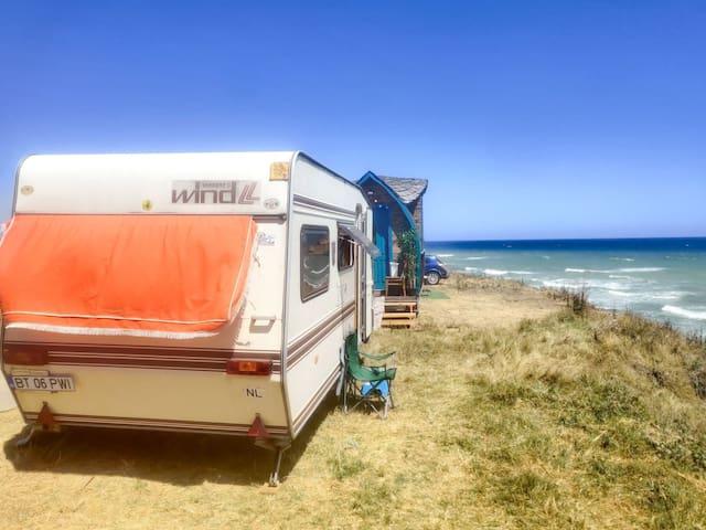 Rulota spațioasă pe malul mării în Vama Veche