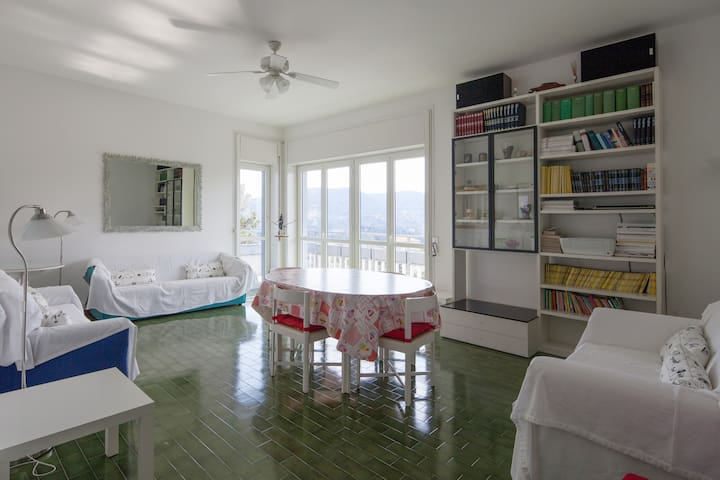 Wide apartment on Ligurian coast
