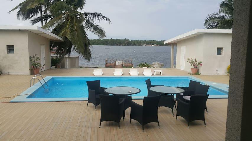 Villa sur 3000m2 au bord de l eau - Assinie - Huis