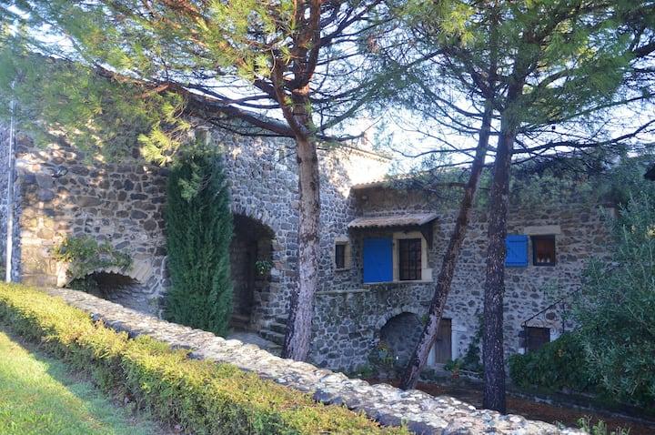 Gîte : Domaine Insolite du Petit Moras