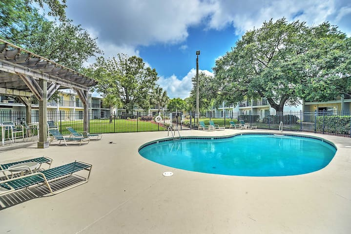 Waterfront Ocean Springs Condo w/Stunning Bay View