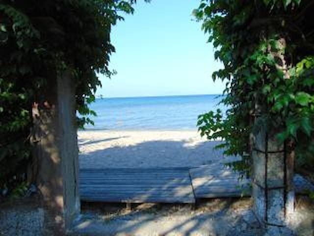 Sea View, BEACH FRONT  Apartment for 4 to 5 People - GR - Appartement