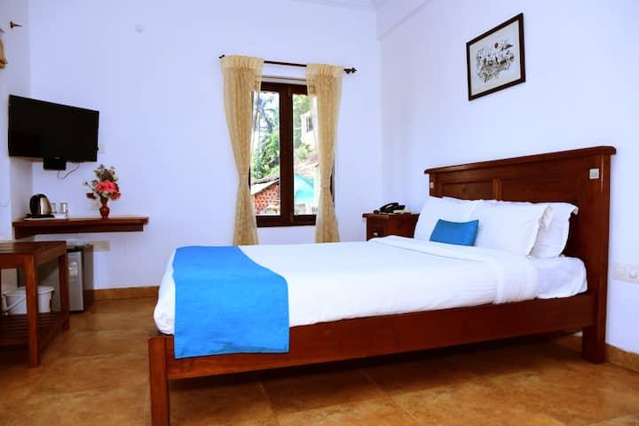 Standard Room with Pool & Breakfast