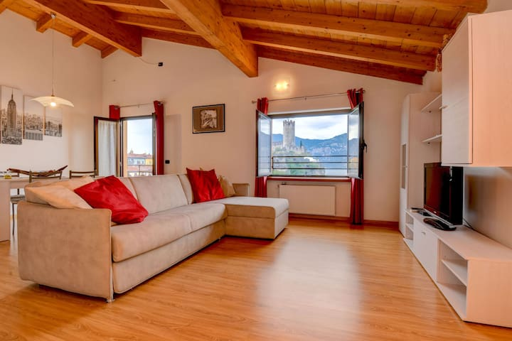 Modern Holiday Apartment with Wi-Fi, Air Conditioning, Pool, Lake View & Garden; Parking Available, Pets Allowed