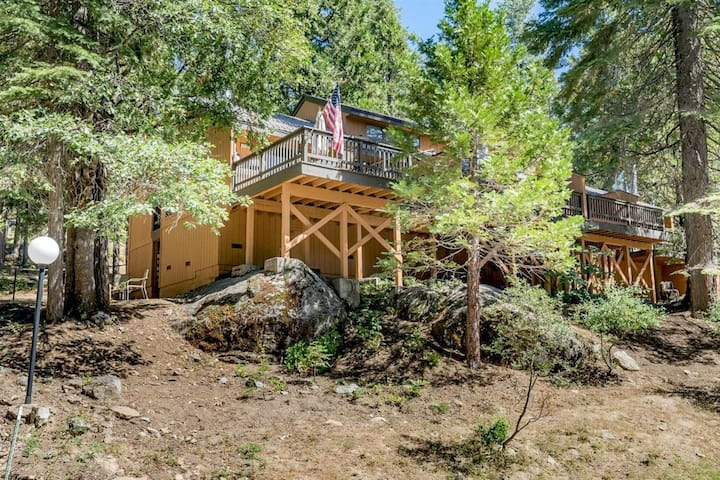 Inviting lake retreat w/ deck, gas grill, lofted layout, wood stove & free WiFi