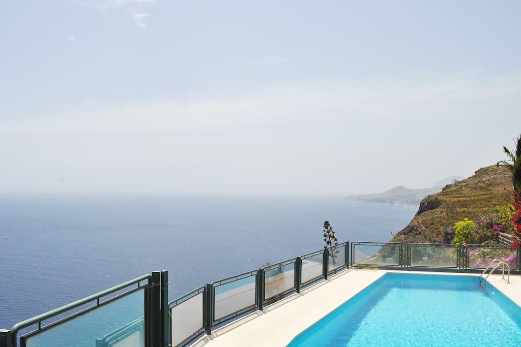 villa melo rates based on 2 guests maisons louer gaula madeira portugal. Black Bedroom Furniture Sets. Home Design Ideas