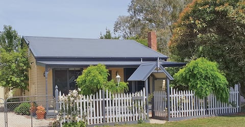 Beautifully renovated cottage with farm views