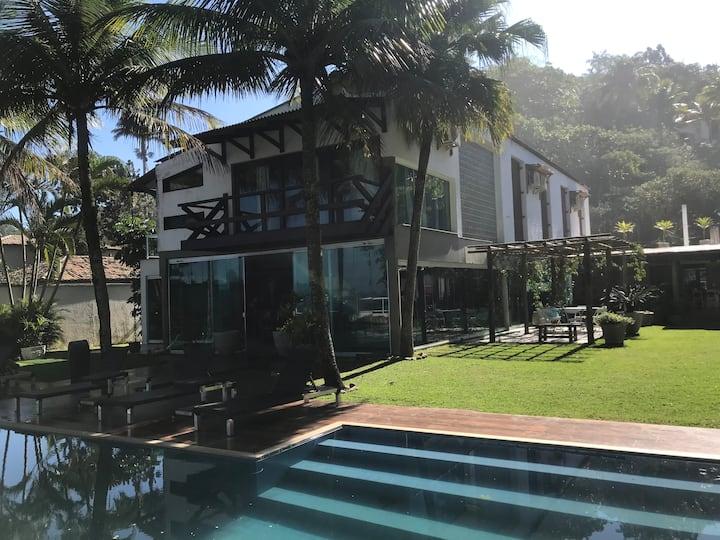 Espetacular casa na Praia Vermelha do Centro