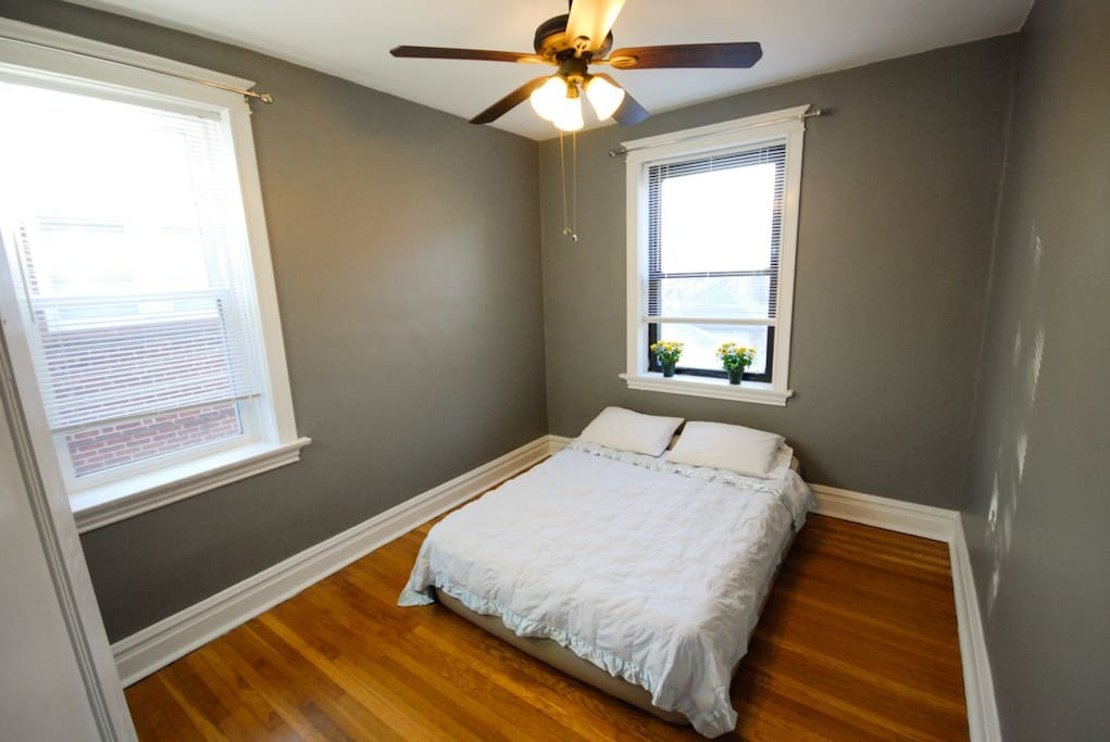 2nd bedroom w air mattress